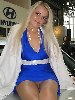 Blonde Upskirt Pictures